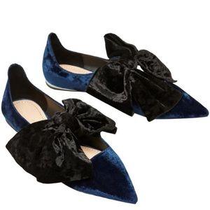 Zara navy blue velvet/black bow.  Pristine cond 37